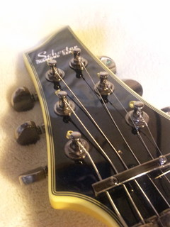 エレキギター弦をギターペグから通す